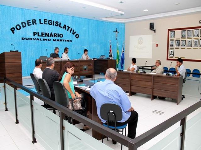 REUNIÃO DE COMBATE A DENGUE NA CÂMARA MUNICIPAL (10/01/2012)